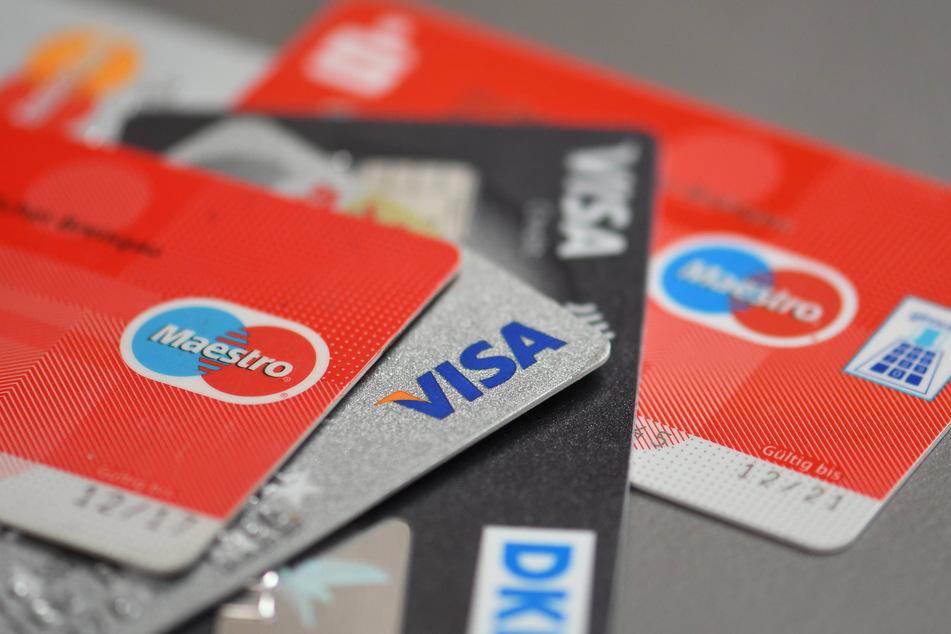 Jede Menge ergaunerter Kreditkarten sorgten für ein unbeschwertes Leben. Jedenfalls für fünf Monate. (Symbolbild)