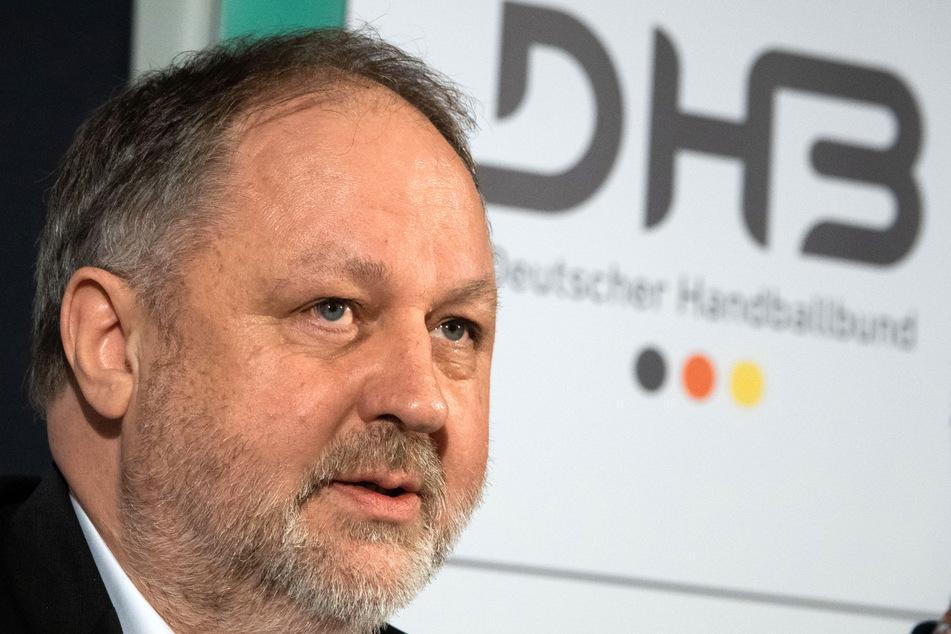Andreas Michelmann (61), DHB-Präsident, spricht bei einer Pressekonferenz.