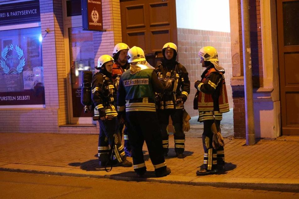Die Einsatzkräfte untersuchten das Gebäude.
