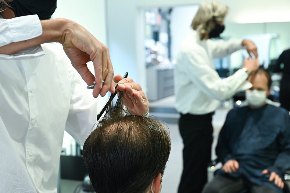 Friseure verzeichnen vor dem bundesweiten Lockdown einen Kundenansturm.