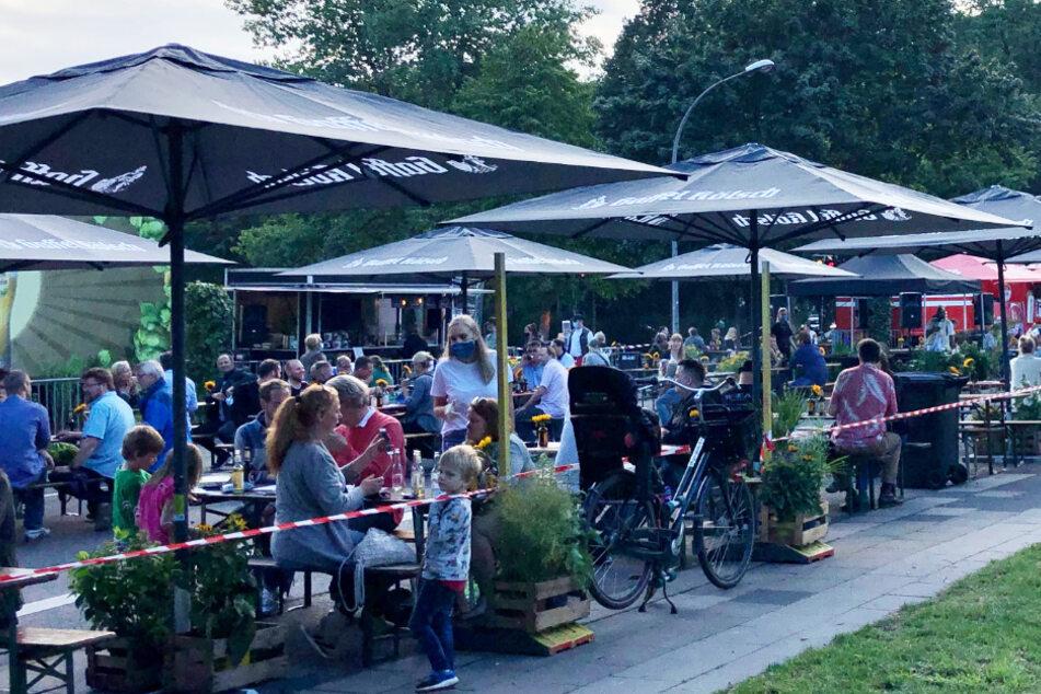 Blick auf den Corona-Biergarten auf der Vogelsanger Straße in Köln am vergangenen Wochenende.