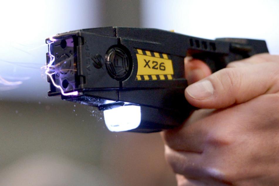 Berlin: Bundespolizei erprobt Taser als Dienstwaffe