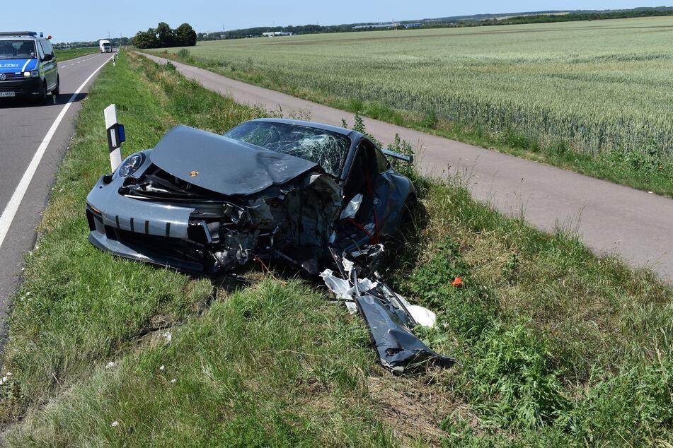 Der Porsche-Fahrer musste in ein Krankenhaus eingeliefert werden.