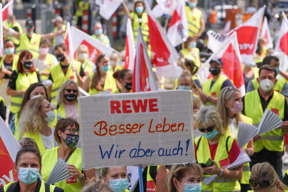 Tarifkonflikt: Verdi ruft erneut zu Warnstreiks im Handel auf, SPD-Chef kommt zu Kundgebung!