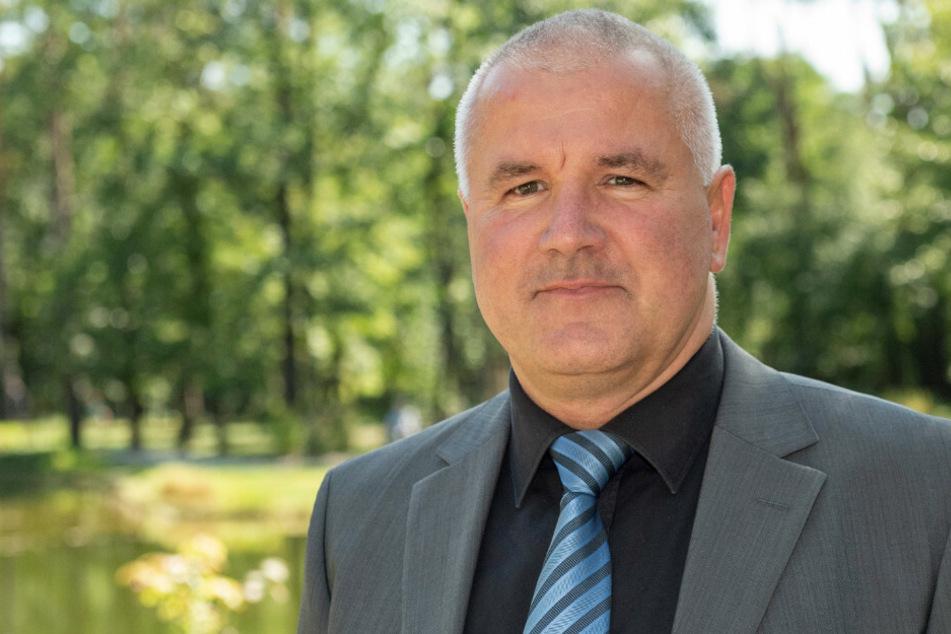 Friedhofsleiter Robert Arnrich (51) spielt eine wichtige Rolle.