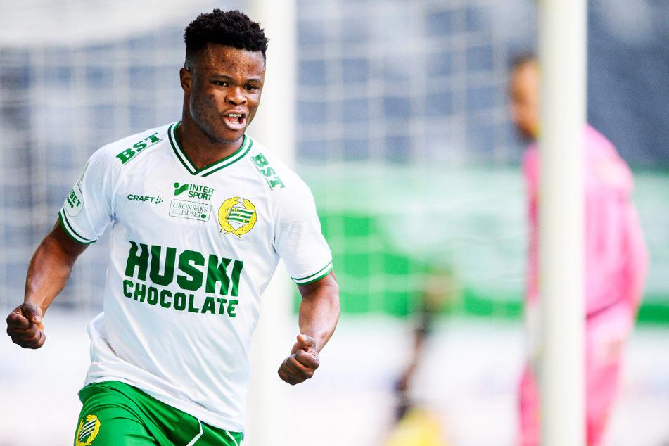 Jubel bei Akinkunmi Amoo (18, l.): Der 1,63 Meter große Wirbelwind erzielte am gestrigen Samstag seinen ersten Ligatreffer für Hammarby IF.