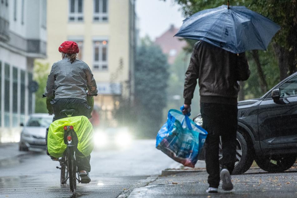 Trocken ist anders: In Bayern wird es am Dienstag regnerisch. (Symbolbild)