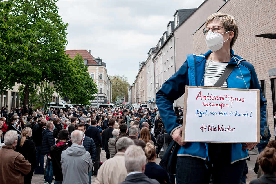 Hunderte demonstrieren in Gelsenkirchen gegen Antisemitismus