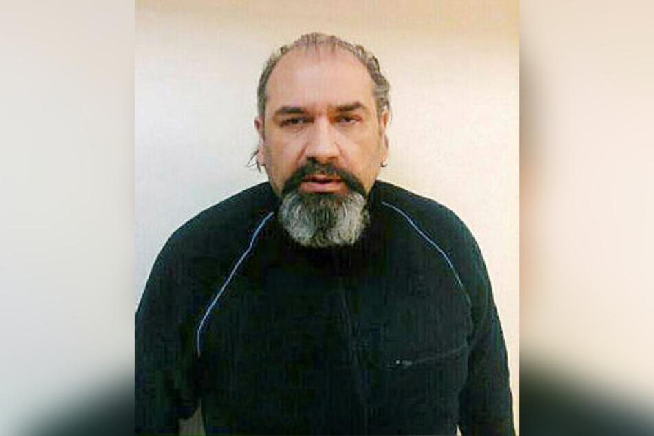 Er entwickelte den Enkeltrick: Chef-Abzocker Arkadiusz 'Hoss' Lakatosz (53) auf einem Fahndungsplakat der polnischen Polizei.