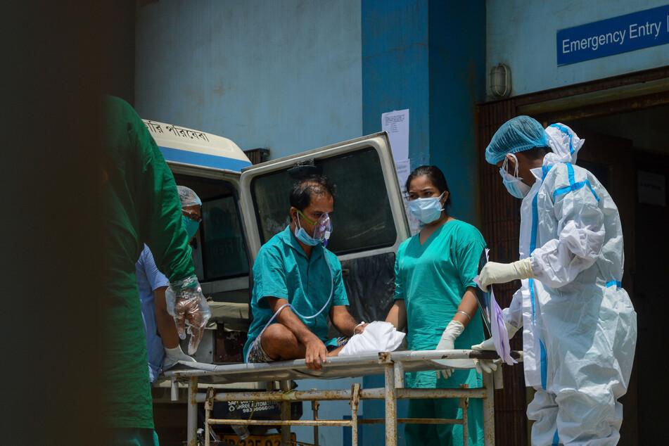 Die Zahl der Corona-Fälle in Indien steigt. Das Land am Donnerstag, 22. April, mit über 300.300 neuen Corona-Infektionen innerhalb eines Tages den zweiten Tag in Folge einen weltweiten Höchstwert.
