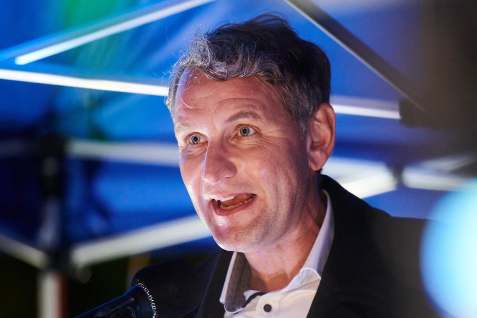 Björn Höcke, Vorsitzender der AfD Thüringen, spricht während einer Pediga-Kundgebung. Vor der Listenaufstellung am kommenden Samstag ist unklar, ob der 49-Jährige für den Bundestag kandidieren will.