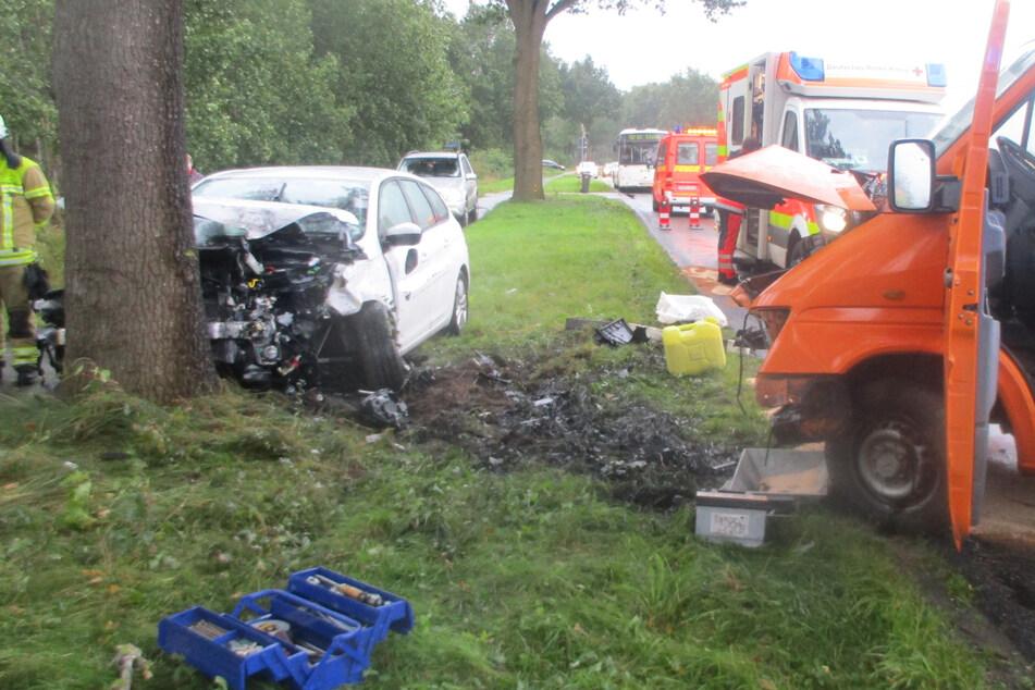 Fahranfänger (18) verliert Kontrolle: Frontal-Crash mit drei Verletzten