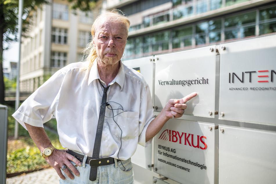 Treffen vor dem Verwaltungsgericht: Jens-Uwe Jahn (57) will die Stadt verklagen.