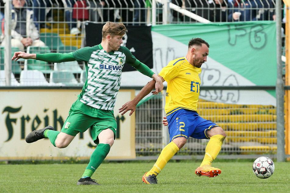 Dem Offensivspieler (l., hier gegen Lok Leipzigs Robert Berger) gelangen in 118 Pflichtspielen 48 Torbeteiligungen für die BSG.