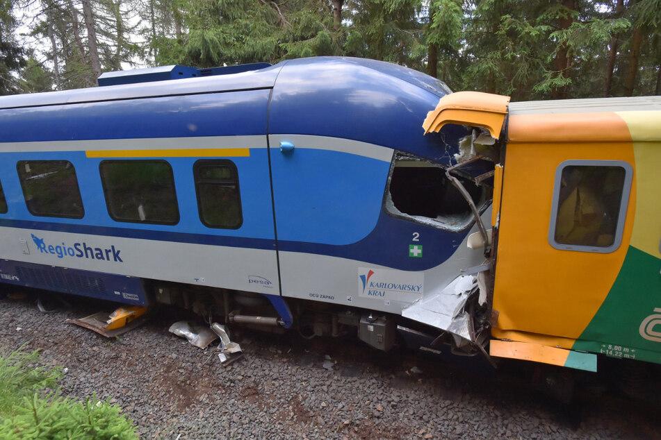 Tote und Verletzte bei Zugunglück in Tschechien, Rettungskräfte aus Sachsen helfen vor Ort