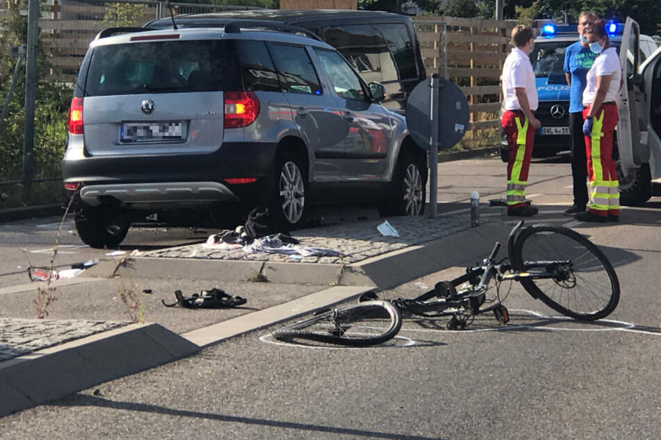 Der Fahrradfahrer wurde bei dem Unfall schwer verletzt.