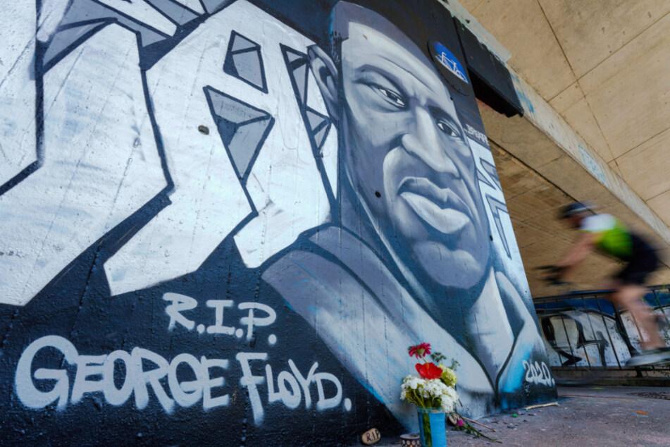 Mannheimer Künstler sprüht Solidaritäts-Graffito für George Floyd