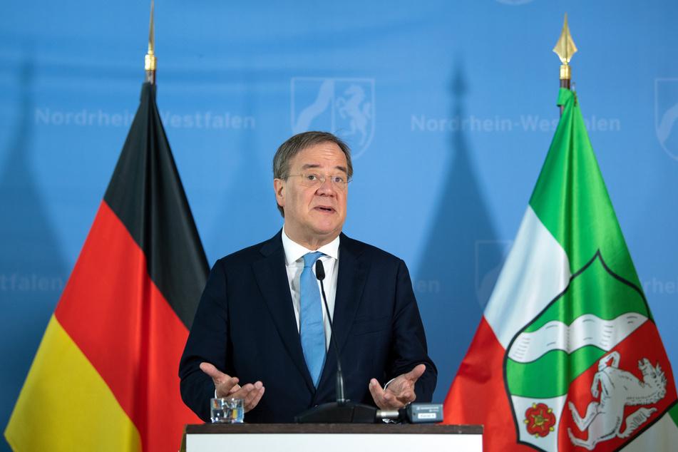 NRW-Ministerpräsident Armin Laschet (60, CDU) will beim Wiederaufbau nach der Flut-Katastrophe von der Erfahrung der ostdeutschen Bundesländer profitieren.