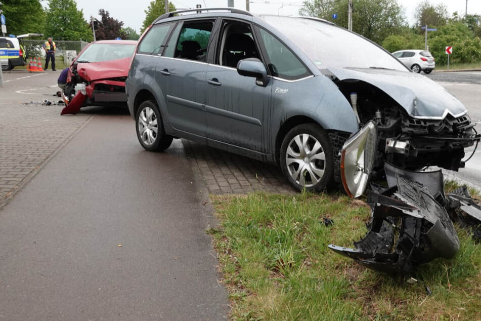 An den Fahrzeugen entstand Blechschaden.