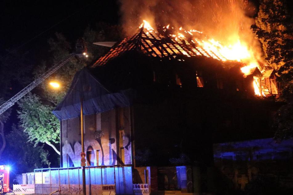 Ehemaliges Kinderkrankenhaus in Weißensee brennt erneut