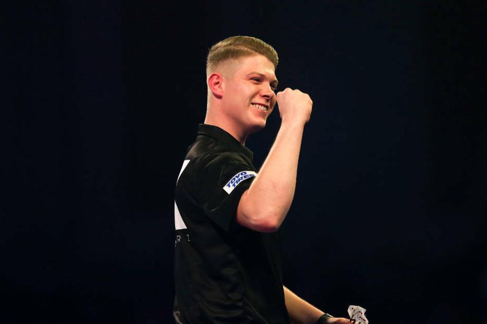 Nico Kurz freut sich über das Weiterkommen bei der Darts WM. Am Montag muss der 23-Jährige im deutschen Duell gegen Gabriel Clemens antreten.