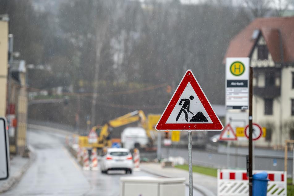 Auf der Annaberger Straße/B95 wird kräftig gebaut. Ab Montag gibt es eine neue Sperrung. Dafür wurde die Vollsperrung in Höhe der Klaffenbacher Straße aufgehoben. (Archivbild)