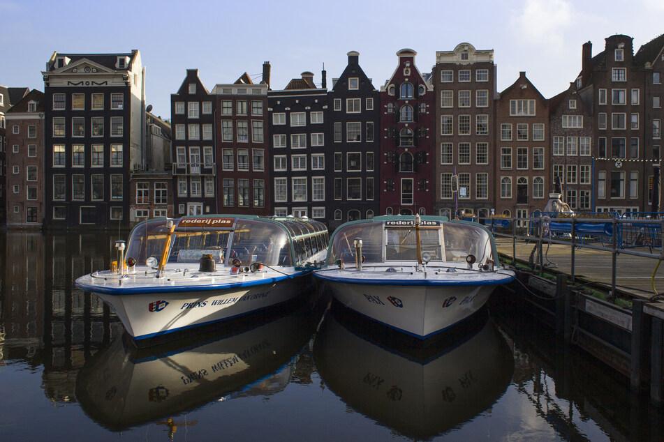 Nach einem strengen Lockdown werden die Grachten und Straßen der Niederlande wieder mit Leben gefüllt. (Symbolfoto)