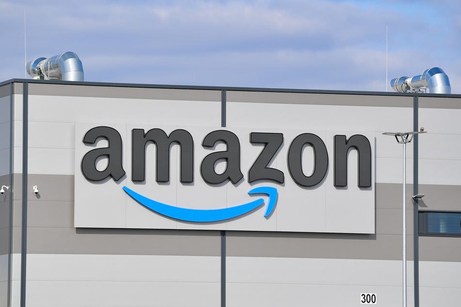 Das Logo des Onlineversandhändlers Amazon. (Symbolbild).
