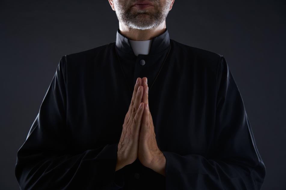 Pastor Travis Clark wurde am Altar bei einem ziemlich unartigen Spiel erwischt. (Symbolbild)