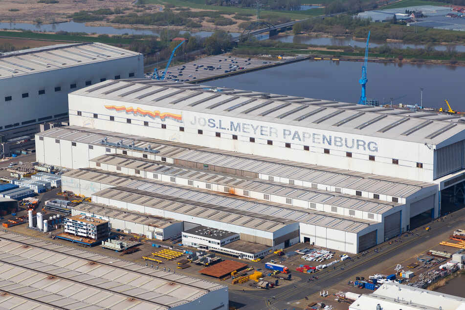 Blick auf die Produktionsstätte der Meyer-Werft.