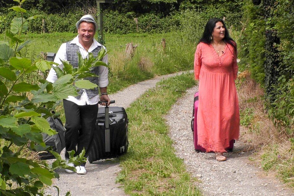 Iris und Peter Klein ziehen ins Sommerhaus ein.