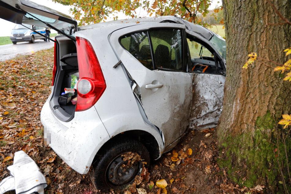 Die Fahrerin des verunfallten Opels konnte nicht gerettet werden.