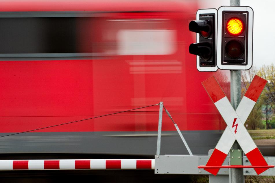 Mann torkelt mit 2,8 Promille über die Gleise und wird von Zug erfasst