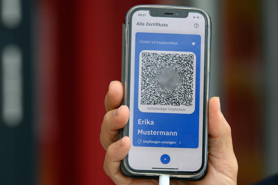 Mittels QR-Code auf dem Handy kann etwa in Restaurants der Impfnachweis erkannt werden.