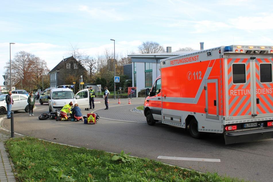 Burscheid: Unfall im Kreisverkehr, Motorradfahrer schwer verletzt
