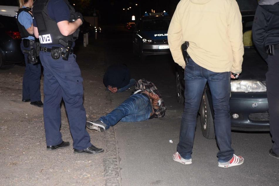 Zwei Rumänen flüchteten vor der Polizei, wurden nach einer kurzen Verfolgungsjagd aber gestellt.