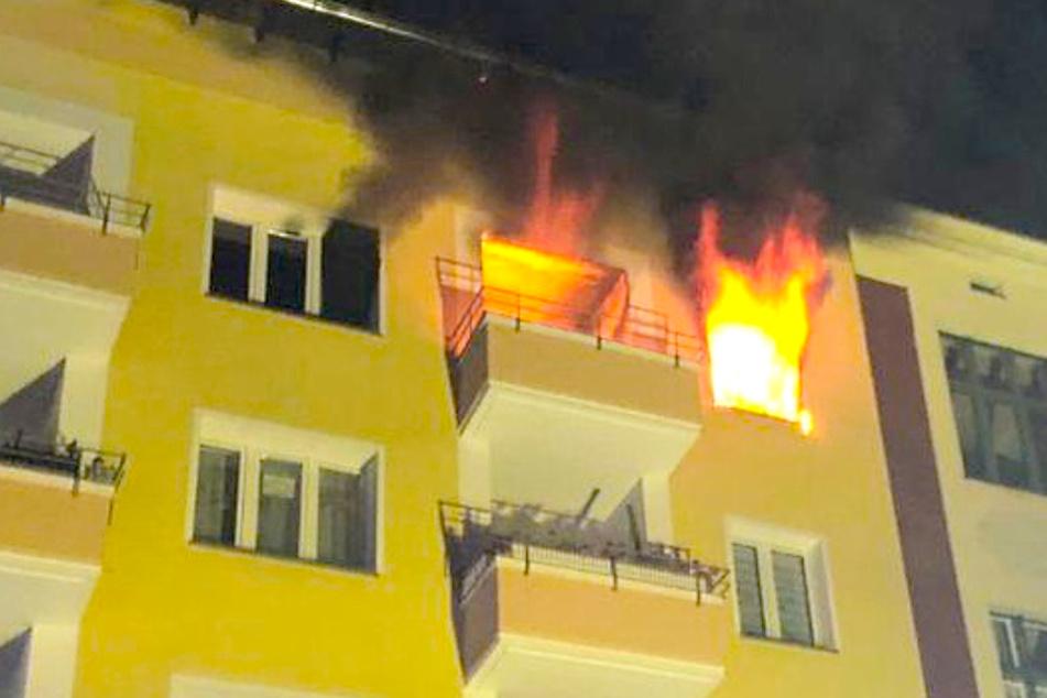Heftiger Wohnungsbrand in Steglitz: Mann im Krankenhaus!