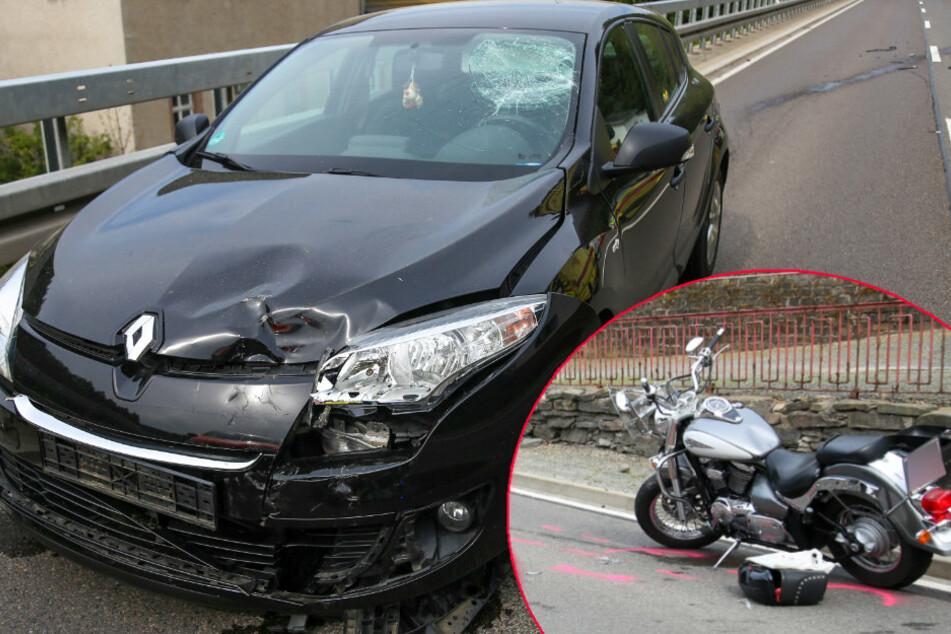 Biker wird über Frontscheibe geschleudert: Rettungshubschrauber bei Motorradunfall im Einsatz