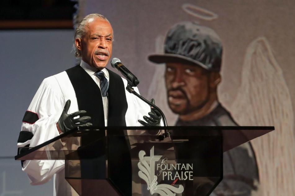 Al Sharpton, Pfarrer und Bürgerrechtler, spricht während der Trauerfeier für George Floyd in der Fountain of Praise Church in Houston.