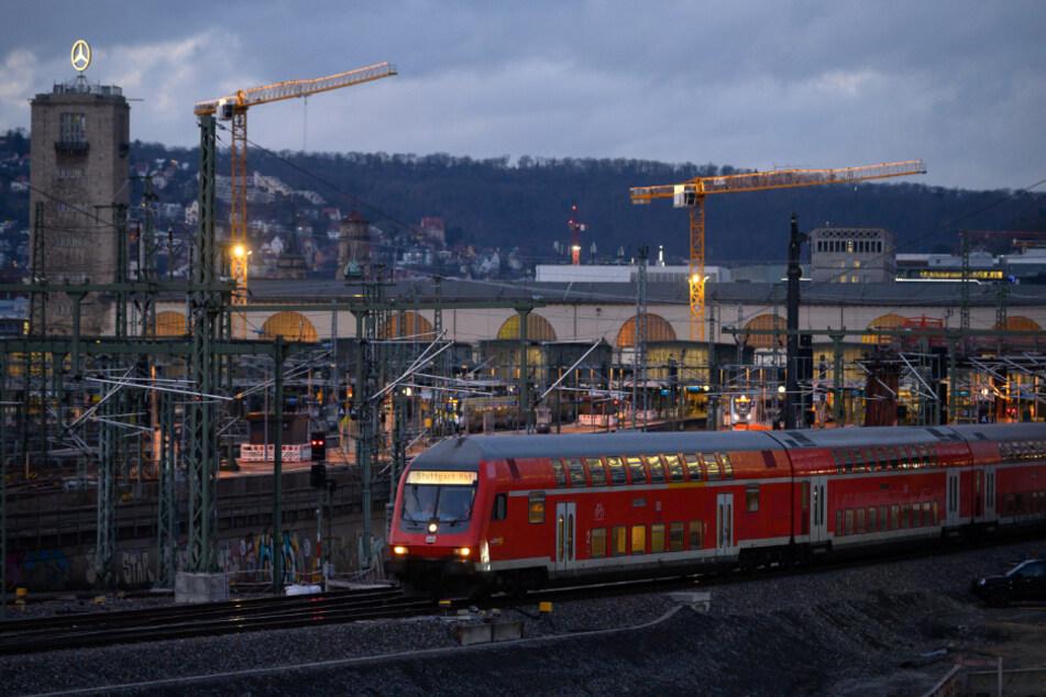 Eine Regionalbahn am Stuttgarter Hauptbahnhof.