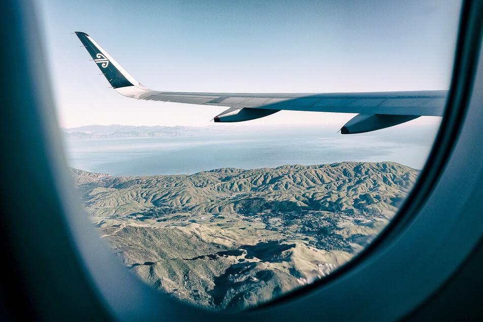 """Ein """"Air New Zealand""""-Flugzeug über Neuseeland (Symbolbild)."""