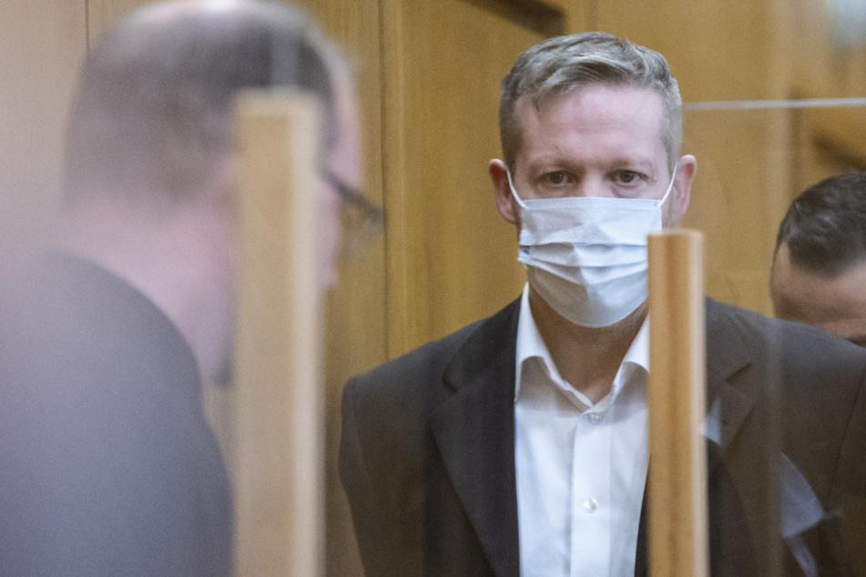Lübcke-Prozess wegen Covid-19-Kontakt von Richter vertagt