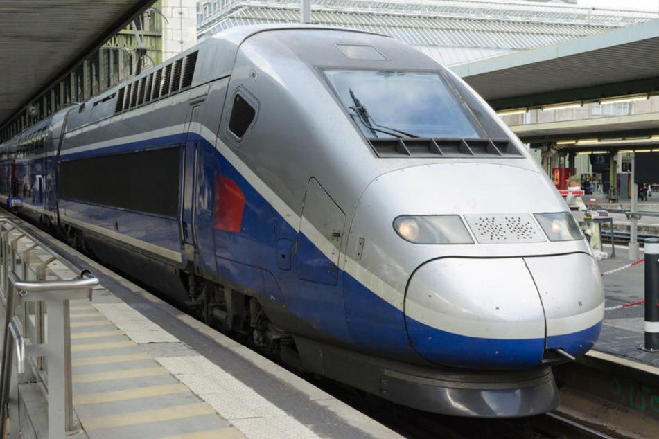 Das Baby wurde in einer Toilette in einem TGV entdeckt. (Symbolbild)
