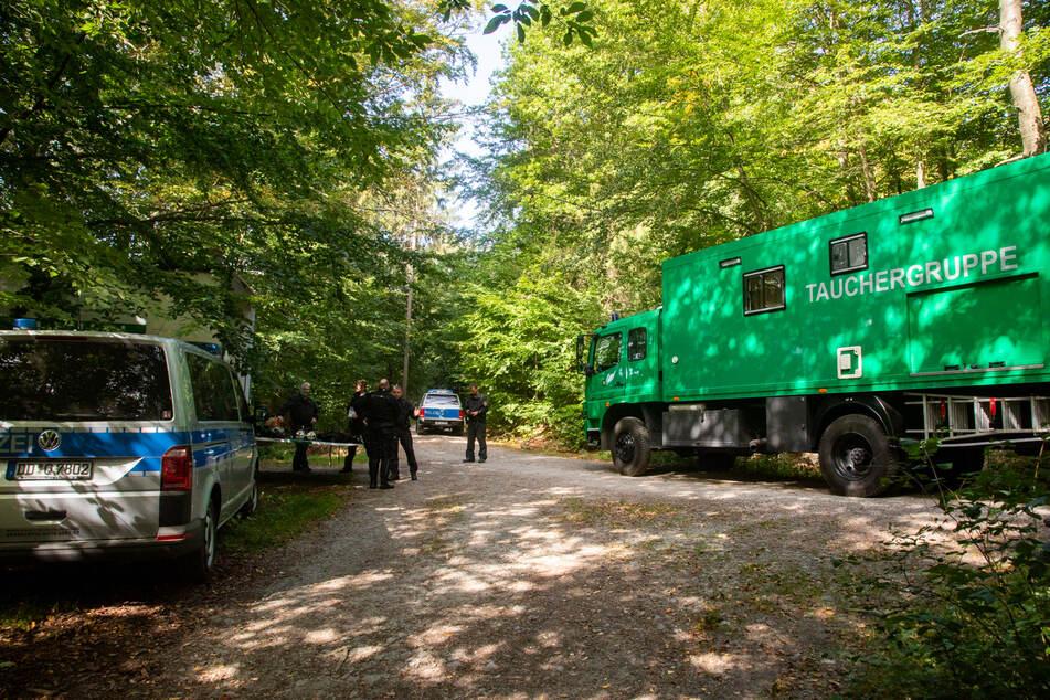 Mehrere Polizeibeamte und eine Taucherstaffel waren am Donnerstag an dem Steinbruch im Einsatz.