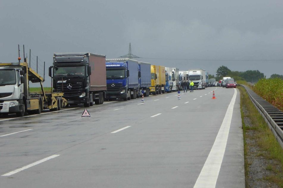Stundenlang ging nichts mehr! Etliche Lkw- und Autofahrer standen am Montag auf der A4 im Stau.