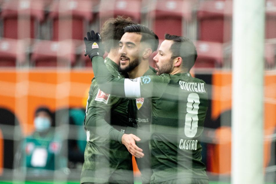Gonzalo Castro (r.) und Mateo Klimowicz (l.) bejubeln den Treffer von Nicolas Gonzalez zum 1:0 für den VfB.
