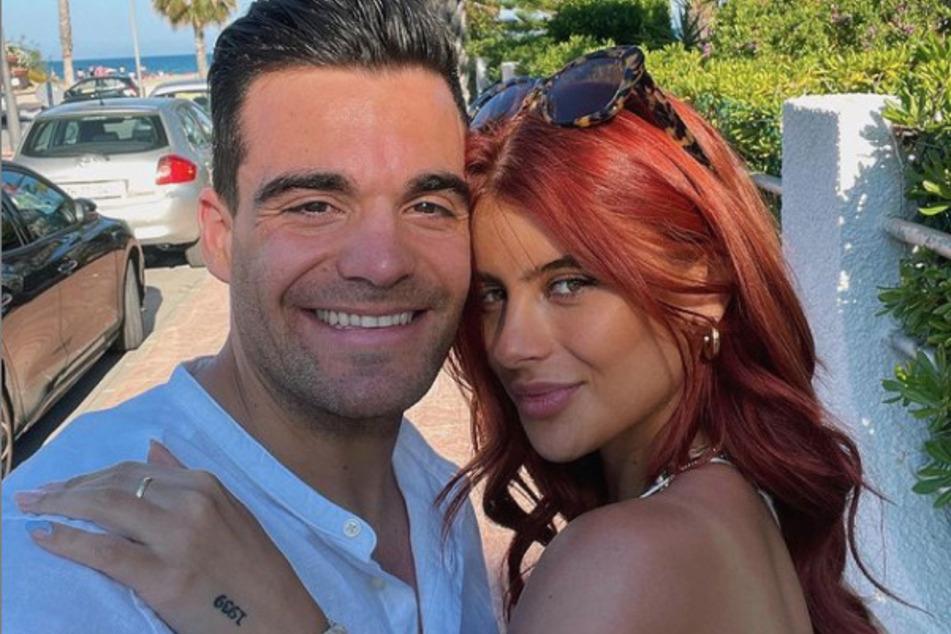 Mit Stefano Zarrella (30), dem Bruder von Ex-Bro'Sis-Star Giovanni Zarrella (43), ist die 22-Jährige seit rund zwei Jahren liiert.