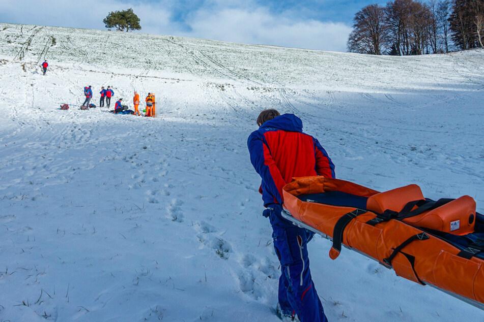 Weg wurde zur Schanze: Junge (12) muss nach Rodelunfall von Bergrettern geborgen werden
