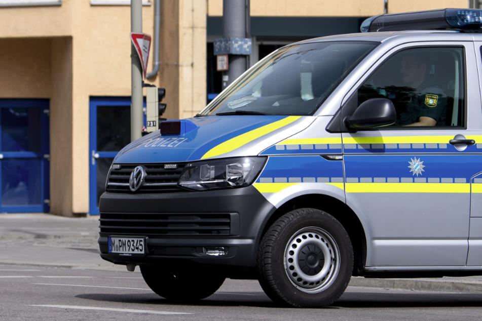 Die alarmierte Polizei räumte die Bank in der Innenstadt von Nürnberg und sperrte darüber hinaus die Umgebung ab. (Symbolbild)