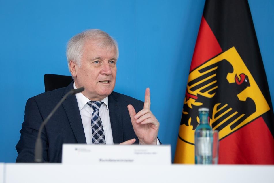 Horst Seehofer (71, CSU), Bundesinnenminister.
